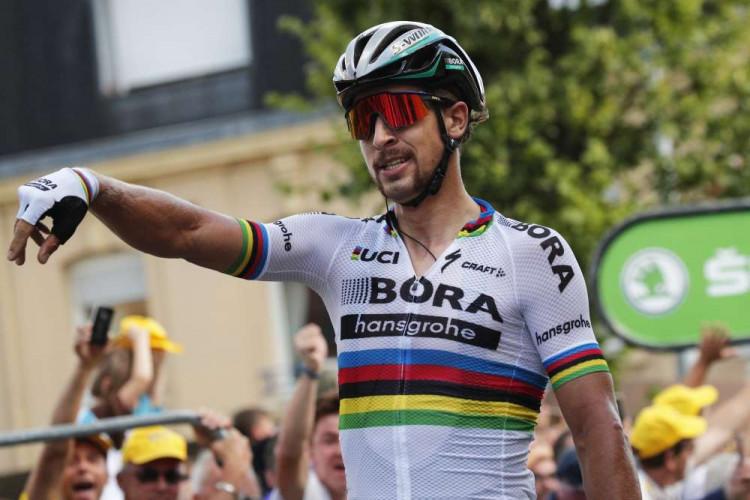 7c72c04e5d3dd Tour de France 2017 už bez Sagana, 5. etapu vyhral Aru, žltý je Froome