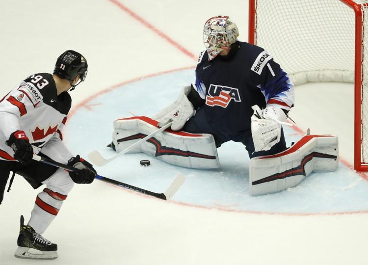 8d39a04dbc491 MS hokej 2018 Hráči USA zdolali Kanadu a získali prvú medailu od roku 2015